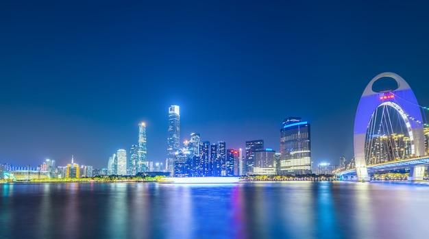Nightscape skyline van stedelijk architecturaal landschap in guangzhou Premium Foto