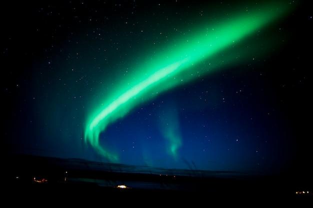 Noorderlicht op een nacht in ijsland. Premium Foto