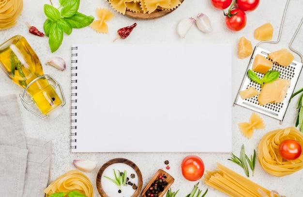 Notebook en talian voedselingrediënten Premium Foto