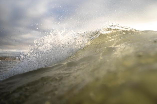 Oceaanlandschap met golf Gratis Foto