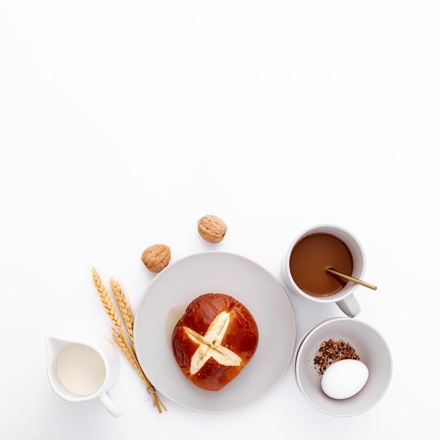 Ochtendontbijt met koffie en broodjes Gratis Foto