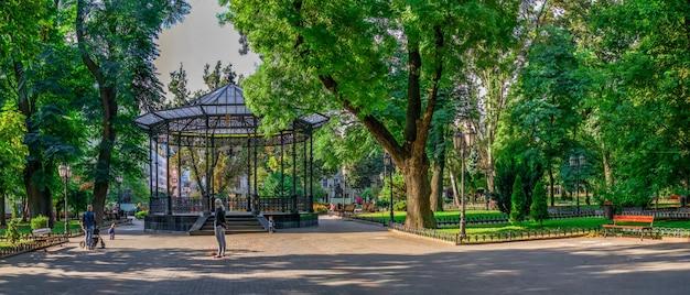 Odessa city garden in de herfst Premium Foto