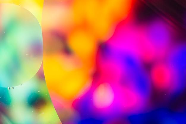 Oliedalingen in beeld van het water het abstracte psychedelische patroon Gratis Foto