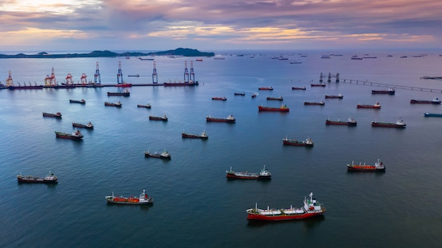 Olietankerschip en lpg-tankerschip. Premium Foto