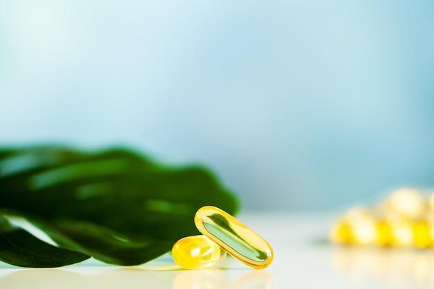 Omega 3 visolie gele zachte gelcapsules Premium Foto