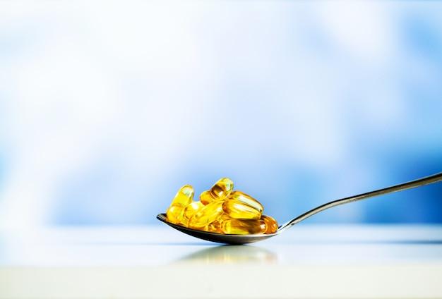 Omega 3 visolie gele zachte gelcapsules. Premium Foto