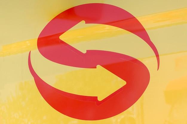 Omgekeerde pijl voor een logo-ontwerp Gratis Foto
