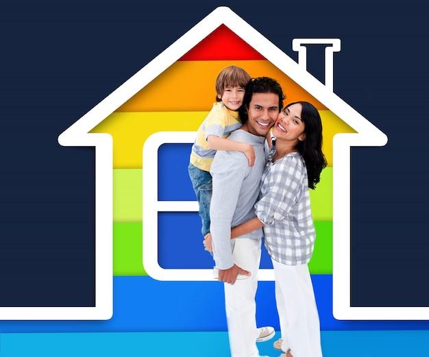 Omhelzend familie die zich met een huisillustratie bevindt Premium Foto