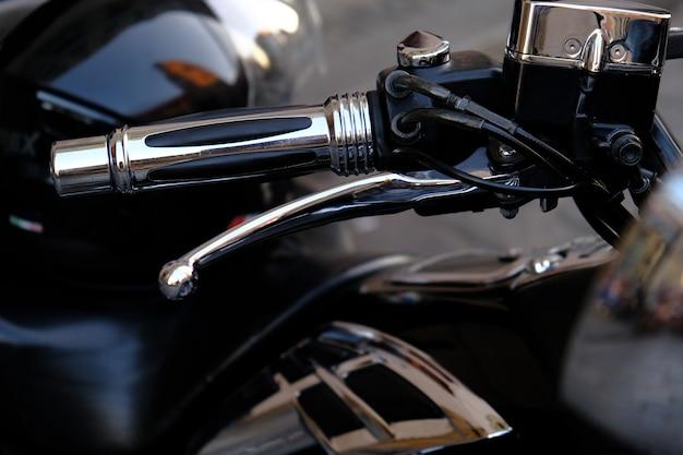 Onderdelen van een luxe krachtige motorfiets. Premium Foto