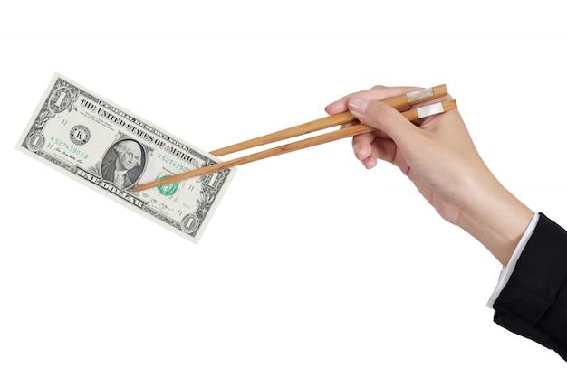 Onderneemsterhanden die dollargeld houden door eetstokjes Premium Foto