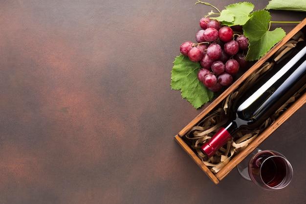 Ondersteboven schuine rode wijn Premium Foto