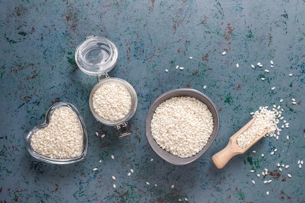 Ongekookte biologische risottorijst. Gratis Foto