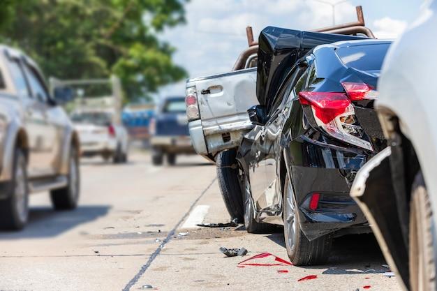 Ongeval met veel auto's op de weg Premium Foto