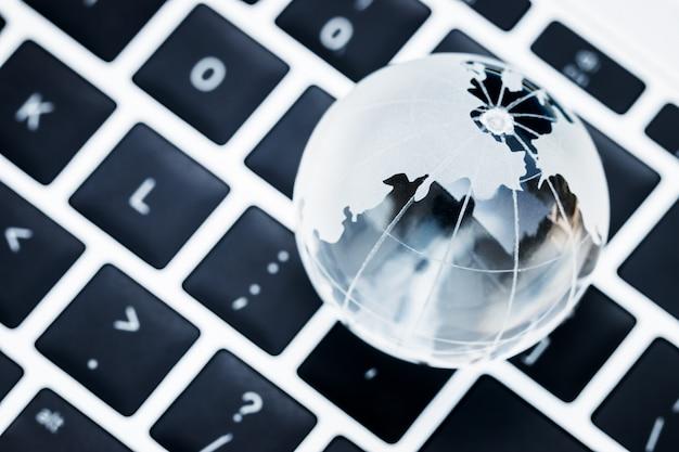 Online e-learningonderwijs per technologieconcept: azië educatieve kennisstudie Premium Foto