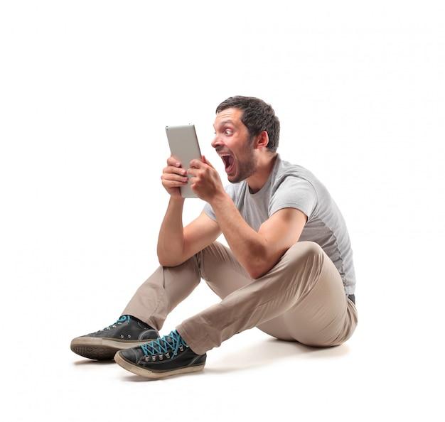 Online inhoud bekijken op een tablet Premium Foto