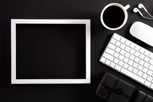 Online winkelen en black friday-compositie. Premium Foto