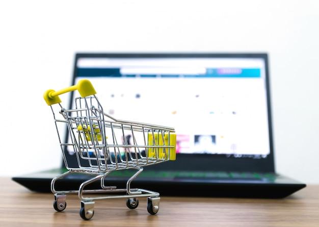 Online winkelwagentje verkoop van e-commerce gemak Premium Foto