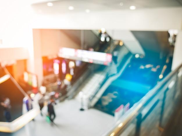 Onscherpe achtergrond van warenhuis met menigtemensen in conventionzaal Premium Foto