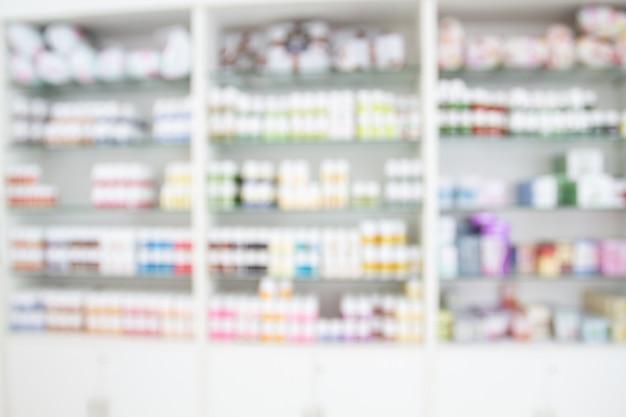 Onscherpe medicijnkast en opslaggeneeskunde en apotheekdrogisterij voor achtergrond Premium Foto
