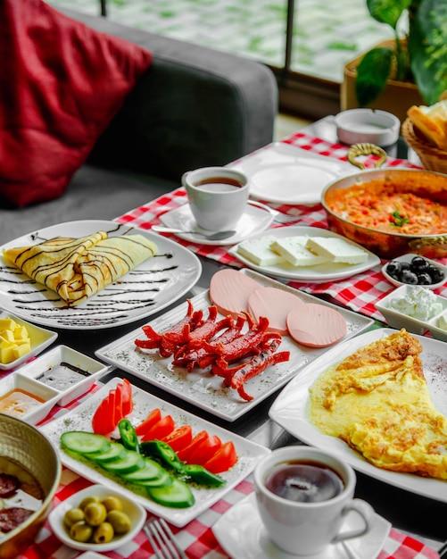 Ontbijt op tafel Gratis Foto