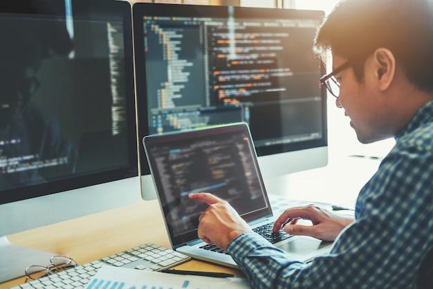 Ontwikkeling van programmeur ontwikkeling website ontwerp en coderingstechnologieën Premium Foto