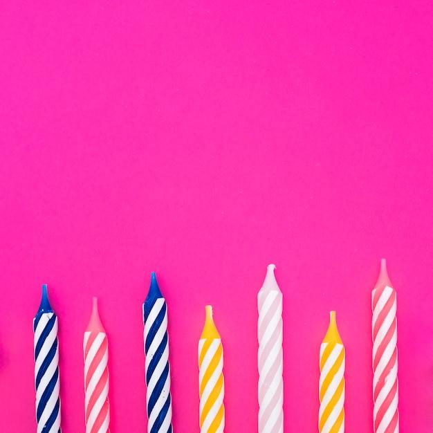 Onverlichte veelkleurige verjaardagskaarsen Gratis Foto