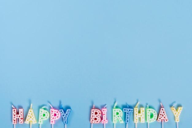 Onverlichte verjaardagskaarsen met letters Gratis Foto