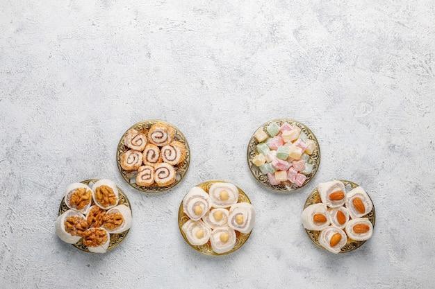 Oost-snoepjes. turks fruit, lokum met noten, bovenaanzicht. Gratis Foto