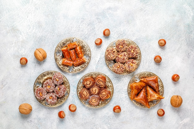 Oosterse zoetigheden, traditioneel turks genot met noten. Gratis Foto