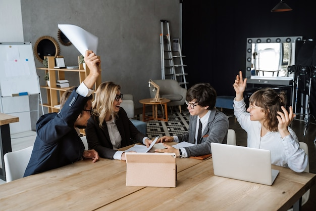 Opstarten diversiteit teamwork brainstorming meeting Gratis Foto