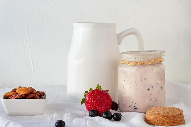 Opstelling met heerlijke yoghurt Gratis Foto