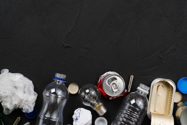 Opstelling van verschillende soorten afval Gratis Foto