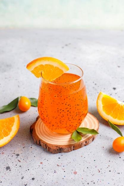Oranje basilicumzaaddrank. Gratis Foto