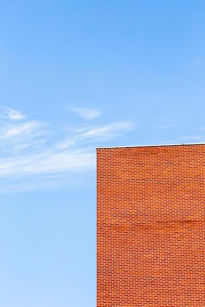 Oud gebouw met oranje bakstenenontwerp Gratis Foto