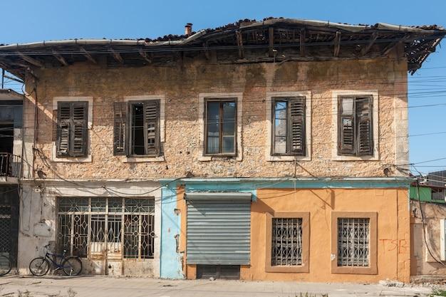 Oud huis in de albanese stad shkodra Gratis Foto
