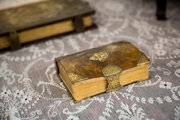 Oude boeken in museum Premium Foto
