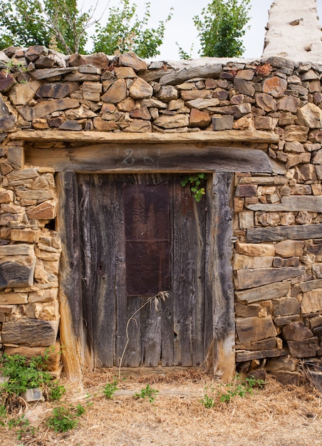Oude deur van een spaans huis Premium Foto