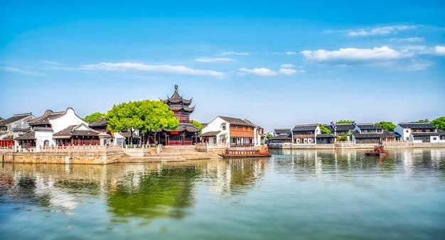 Oude gebouwen en huizen in shantang-straat, suzhou Premium Foto