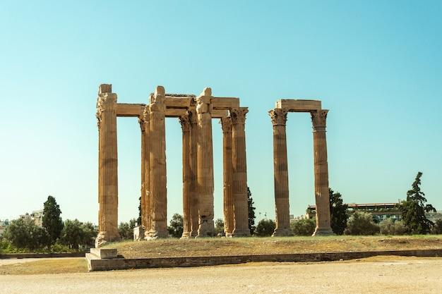 Oude griekse tempel van de god zeus in athene Premium Foto