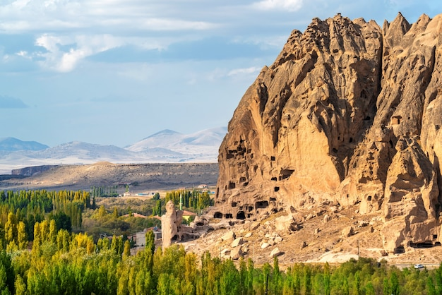 Oude grotwoning in de buurt van goreme, cappadocië in turkije. Gratis Foto