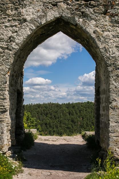 Oude kasteelruïnes (xii eeuw), kremenets, ternopil-gebied, de oekraïne Premium Foto