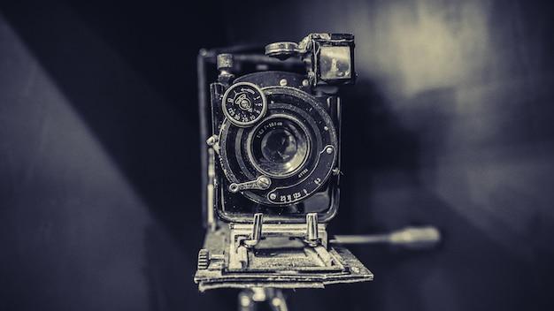 Oude roestige camera Premium Foto