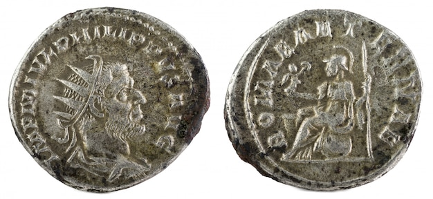 Oude romeinse zilveren munt van philip i. Premium Foto