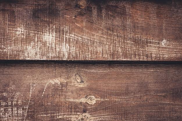 Oude sjofele houten planken, donkere bruine achtergrond van hout. verweerde tafel van els, eik. vintage houtstructuur, achtergronden. Premium Foto