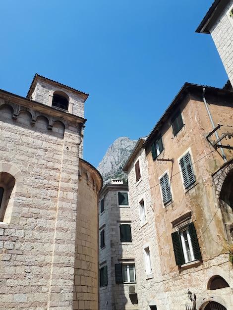 Oude stenen gebouwen in kotor, montenegro Gratis Foto