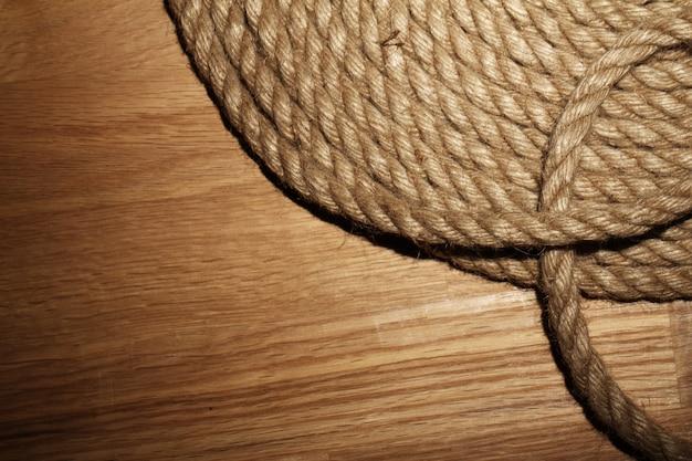 Oude touw over houten oppervlak Gratis Foto