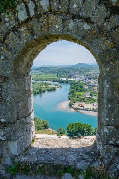 Oude vesting verdedigde de stad shkoder in het verleden. Premium Foto