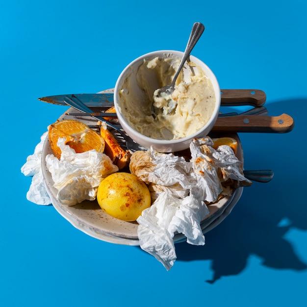 Overgebleven voedsel en gebruikte servetten Gratis Foto