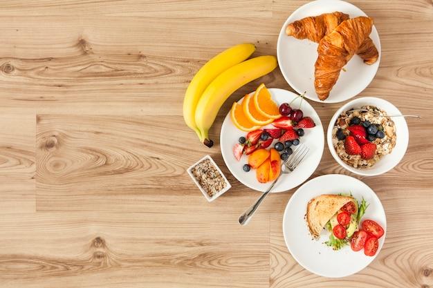Overhead view van gezonde ontbijt ingrediënten Gratis Foto