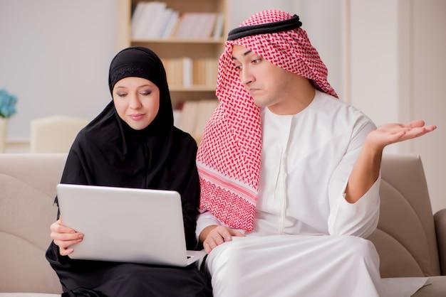 Paar arabische man en vrouw Premium Foto